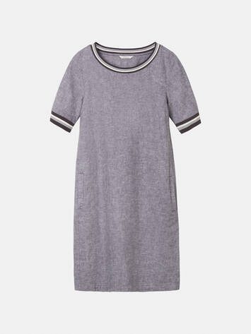 Casual dress met striped piping /